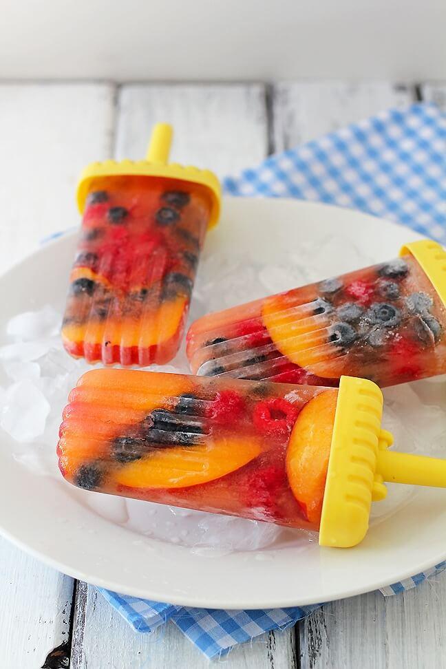 мороженое с фруктами