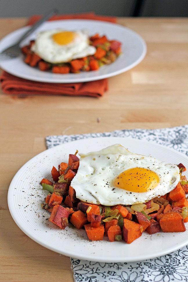 яичница с картофелем