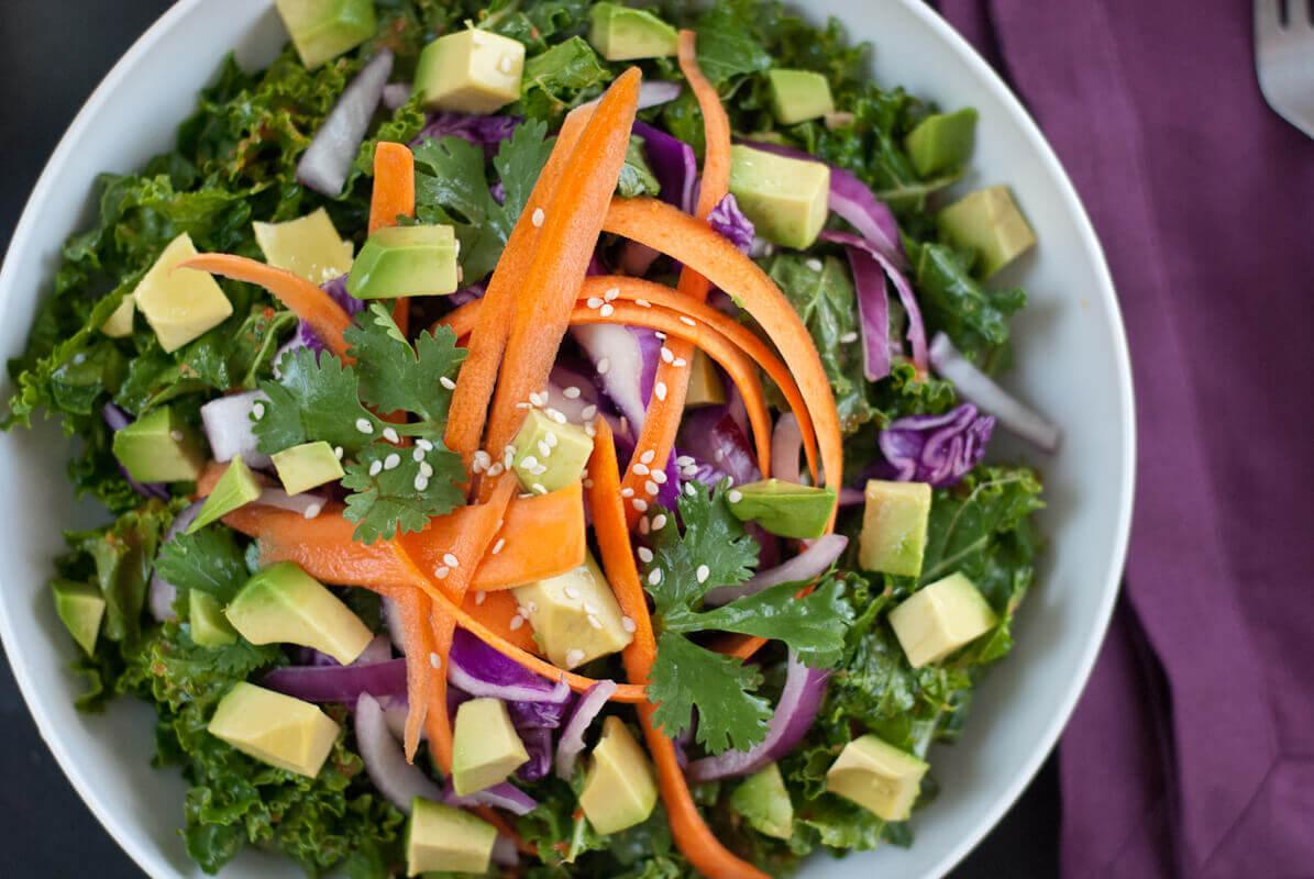 Капустный салат с заправкой из красного перца